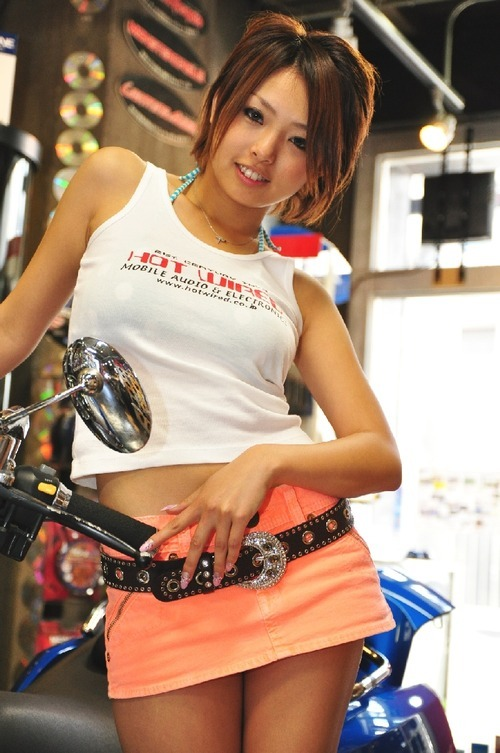 2011オートトレンド名古屋 HOT WIREDキャンギャル