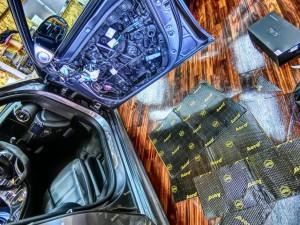 W213 フロントドアデッドニング1