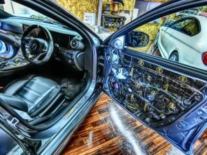 W213 ドアデッドニング1