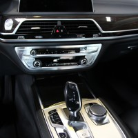 G11 BMW CARPLAY ナビキャンセラー TVキャンセラー 並行車の純正ナビの日本語化