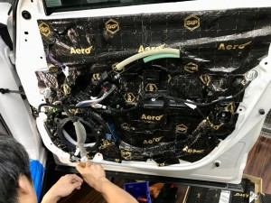 CX-5 正しいドアのデッドニングのやり方 制振 防音 静音 STP HOT WIRED ホットワイヤード 名古屋 車内の静音化 カーオーディオ スピーカー交換 BOSE カーオーディオ専門店