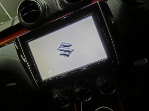 スイフト スイスポ スピーカー交換 ツイーター交換 スズキ純正ナビ デッドニング BOSEスピーカー HOT WIRED 名古屋 イコライザー調整 クロスオーバー サウンド設定 サウンドセッティング 音調整