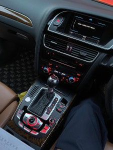 Audi A4 RS4 A3 A5 Q2 Q5 Q7 後付け Apple CarPlay ワイヤレス ミラーリング カープレイ Android Auto MMI iPhone