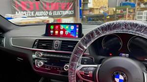 HOT WIRED BMW M2 F30 F10 F15 G30 F34 F87 M2 M3 M4 Apple CarPlay ワイヤレス ミラーリング Android Auto 後付けCarPlay iPhone BMW純正ナビ コーディング 有効化 インストール 名古屋 グーグル YOUTUBE 動画 視聴