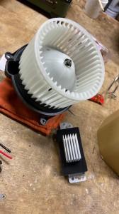 hummer h2 ブロアモーター 交換 コントロールモジュール エバポレータ洗浄 エアコンフィルタ エアコン修理 冷えが悪い 効きが悪い エスカレード アメ車 ハマー