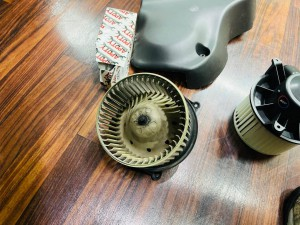 hummer h2 ブロアモーター 交換 コントロールモジュール エバポレータ洗浄 エアコンフィルタ エアコン修理 冷えが悪い 効きが悪い エスカレード アメ車