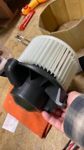 hummer h2 ブロアモーター 交換 コントロールモジュール エバポレータ洗浄 エアコンフィルタ エアコン修理 冷えが悪い 効きが悪い エスカレード アメ車 ハマー エアコンフィルター