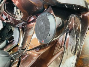 YAMAHA MAXAM マグザム スピーカー取付 オーディオ iPhone ワイヤレス Bluetooth 防水スピーカー HOT WIRED 名古屋 バイク オーディオ アンプ ビッグスクーター ジェットスキー ロックフォード