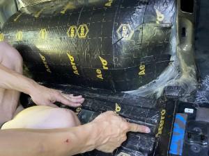 デッドニング 防音 防振 共振 静音化 快適化 最適化 遮音 遮熱 断熱 エアコンの効き 熱反射 猛暑 酷暑 ルールのデッドニング フロアーのデッドニング 断熱処理 遮熱処理 断熱材 遮熱材 シンサレート STP DYNAMAT HUMMER H2 カーゴスライド ホットワイヤード 断熱マット タイヤハウス
