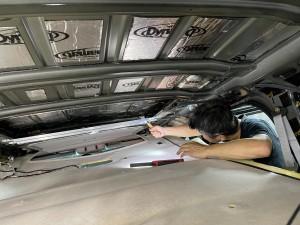 デッドニング 防音 防振 共振 静音化 快適化 最適化 遮音 遮熱 断熱 エアコンの効き 熱反射 猛暑 酷暑 ルールのデッドニング フロアーのデッドニング 断熱処理 遮熱処理 断熱材 遮熱材 シンサレート STP DYNAMAT HUMMER H2 カーゴスライド ホットワイヤード 断熱マット ルーフの遮熱