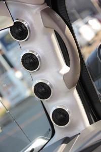 HUMMER H2 ドアスピーカー ツイーター スピーカー交換 ツイーター交換 カスタムカーオーディオ アウターバッフル ピラー埋込 Mercury Car Audio C62 張り替え ドアパネル デッドニング 4連ツイーター