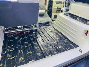 クルマ デッドニング 防音 防振 共振 静音化 快適化 最適化 遮音 遮熱 断熱 エアコンの効き 熱反射 猛暑 酷暑 ルールのデッドニング フロアーのデッドニング 断熱処理 遮熱処理 断熱材 遮熱材 シンサレート STP DYNAMAT HUMMER H2 カーゴスライド ホットワイヤード 断熱マット
