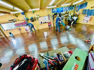 HOT WIRED 名古屋 カーオーディオショップ クッションフロアー ガレージの床 工場の床 床材 ガレージのフロアー ワックスがけ 床ワックス ホットワイヤード 床の材質