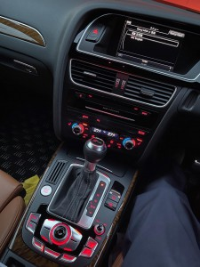 AUDI CarPlay 後付けCarPlay Apple CarPlay ワイヤレス iPhone Android Auto 無線化 有効化 コーディング アウディ MMI インストール ミラーリング 動画再生 YOUTUBE Netflix プライムビデオ CarPlayインターフェース CarPlayモジュール 標準装備 純正 カープレイ 名古屋 ホットワイヤード MMI