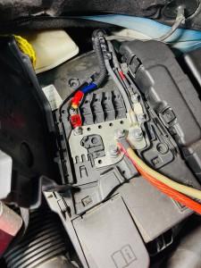 シトロエン C3 C4 スピーカー交換 ツイーター交換 デッドニング 音質向上 カーオーディオ カープレイ CarPlay Bluetooth サブウーハー  DAP 外部入力 デジタル入力 iPhone スマホ ミラーリング ヒューズ